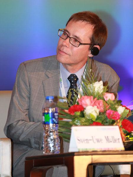 """""""2013中国国际太阳能高峰论坛""""于8月2日在大同市举行。上图为德国国际合作机构(GIZ)中国副首席代表Dr.Sven Uwe Müller。(图片来源:新浪财经 梁斌 摄)"""