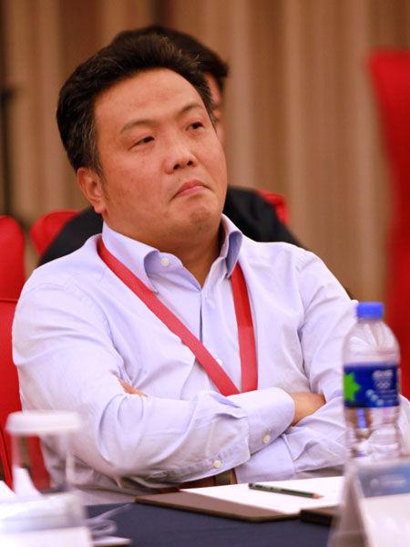 """""""亚布力中国企业家论坛2013年夏季高峰会""""于2013年8月23日-25日在合肥举行。上图为苏州银行行长徐挺。(图片来源:新浪财经 梁斌 摄)"""