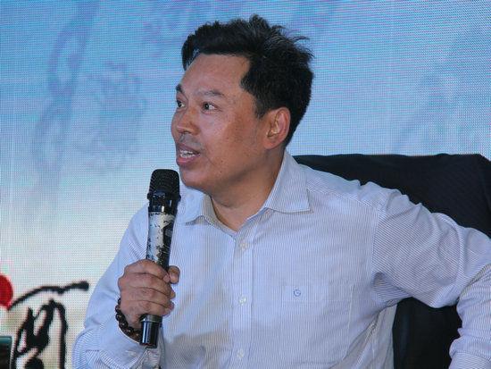 """""""中国文化名酒复兴论坛:穿越文明 对话未来""""于10月6日在武汉举办。上图为跨界整合战略专家、中国文化管理协会文化产业发展专项基金管理委员会副理事长刘鸿雁。"""