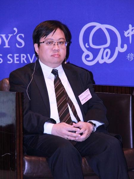 上图为穆迪项目与基建融资部副总裁钟汶权。(图片来源:新浪财经 摄影:韩锦星)