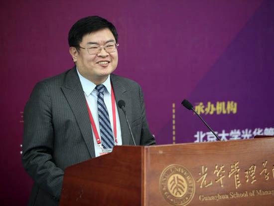 上图为盈科律师事务所主任、全球合伙人、盈科律云创始人梅向荣。