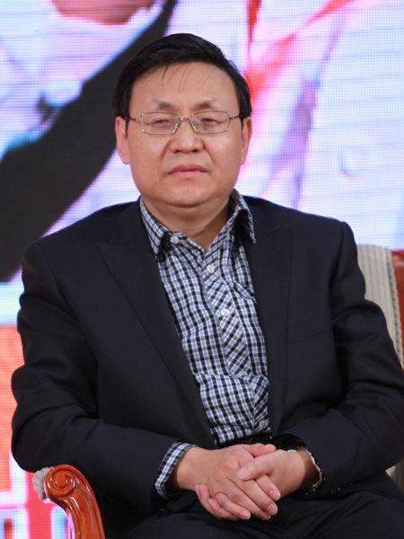 """""""第十三届中国经济论坛""""于2013年12月25日在北京举行。上图为西咸新区管委会副主任李益民。(图片来源:新浪财经 梁斌 摄)"""