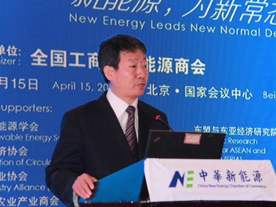 上图为国家能源局新能源和可再生能源司副司长梁志鹏。(图片来源:新浪财经 顾国爱 摄)