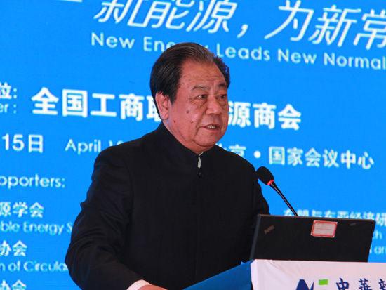 上图为中国新能源商会监事长艾丰。(图片来源:新浪财经 顾国爱 摄)