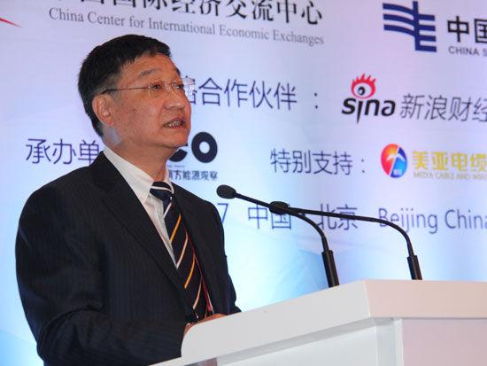 """""""第四届全球智库峰会-专题论坛三:全球可持续发展:能源的变革""""于2015年6月27日在北京举办。上图为中国南方电网有限责任公司总经理钟俊。(图片来源:中国网)"""