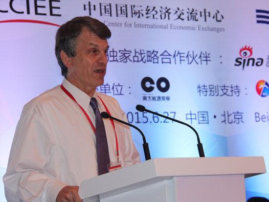 """""""第四届全球智库峰会-专题论坛三:全球可持续发展:能源的变革""""于2015年6月27日在北京举办。上图为美国能源部前助理部长大卫・桑德罗。(图片来源:新浪财经 梁斌 摄)"""