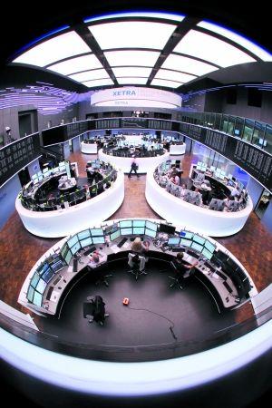 """欧洲各国领导人近期频频进行信心喊话,表示要""""捍卫欧元""""。 IC/供图"""