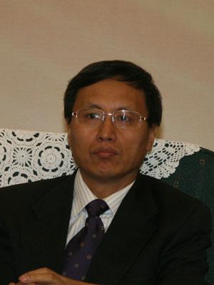 图文:建设银行投资托管服务部副总经理李春信