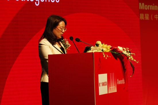 """Morningstar晨星(中国)2014年度基金奖颁奖典礼暨基金投资策略圆桌讨论会"" 于3月26日在上海浦东举行。以上为主持人第一财经主播金瑜现场图。(图片来源:新浪财经)"