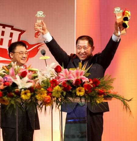 蒙牛集团总裁杨文俊当选新浪盛典最佳年度公益人物
