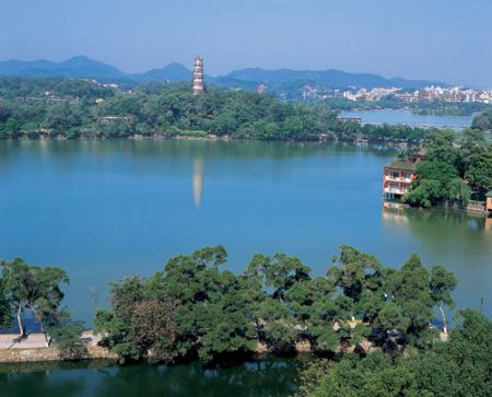 """杭州西湖:高档""""会所""""挤占景区引发争议"""