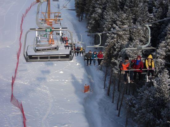 新疆冰雪旅游发展十年 此季游客达500万人(图)