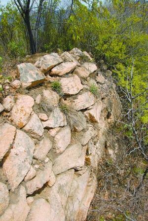 北京昌平山区发现1500年前古长城(图)