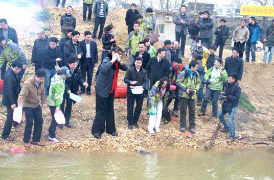 鄱阳湖放生 江西旅游经济步步高