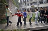 图文:老师带着过小桥