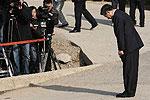卢武铉鞠躬称无颜面对国民