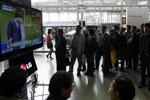 候车室市民接获卢武铉死讯