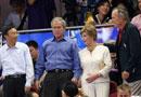 布什一家观看中美篮球赛