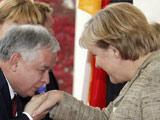 与德国总理默克尔在一起