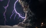 冰岛火山持续喷发画面