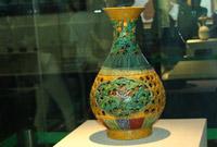 丝绸之路文物彩釉镂雕花瓶