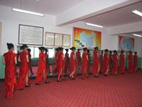 职教旅游专业学生练习礼仪