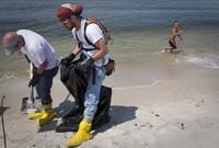 市民也加入了墨西哥湾清污工作