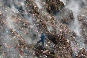 中国城市陷垃圾处理困境:焚烧与分类引争议