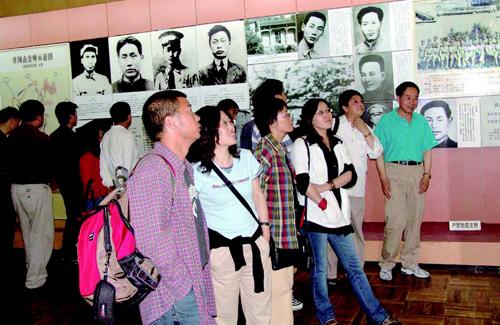 学员在江西井冈山革命纪念馆