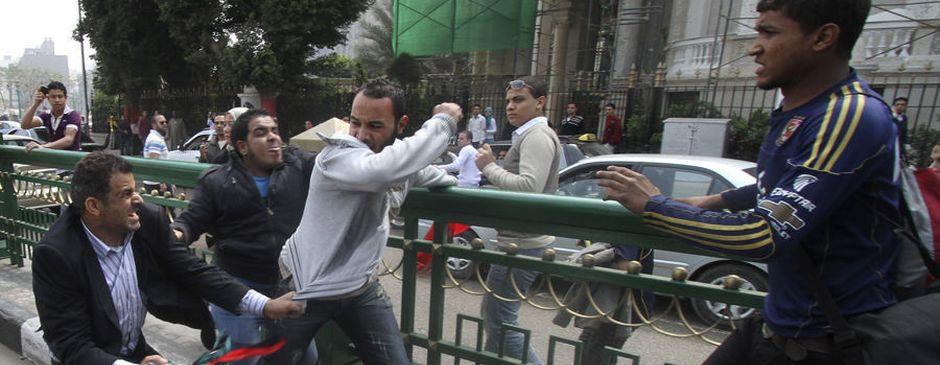 卡扎菲支持者与反对者互殴