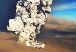 火山喷发的巨大烟柱