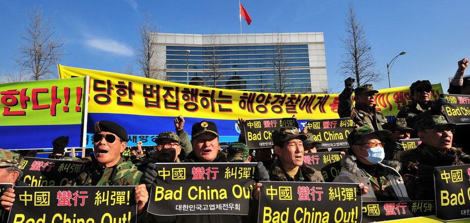 韩国保守团体在中国使馆前集会示威