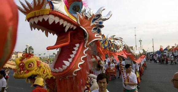 世界各地华人华侨舞龙迎兔年