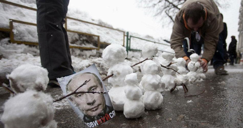 """俄罗斯爆发大规模反普京""""无声""""抗议"""