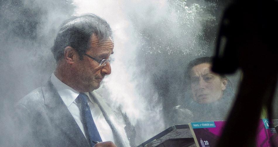 法国总统候选人奥朗德演讲时遭面粉袭击