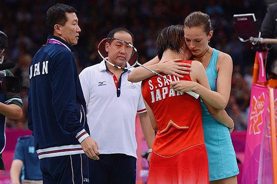 佐藤沙彌香帶傷重返賽場後無法堅持無奈只能退賽,但她的精神贏得了對手尊重