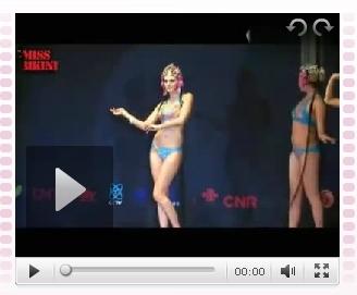 视频:选美比赛佳丽穿比基尼内衣表演京剧
