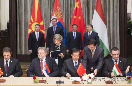 四国总理见证相关协议的签署。