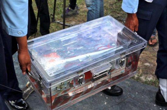 印尼官员:亚航客机坠海前或在空中爆炸