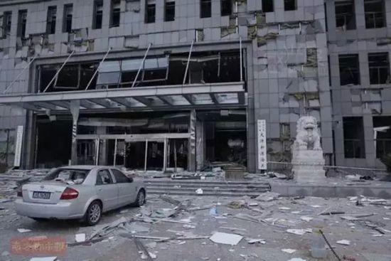 附近建筑物受损严重