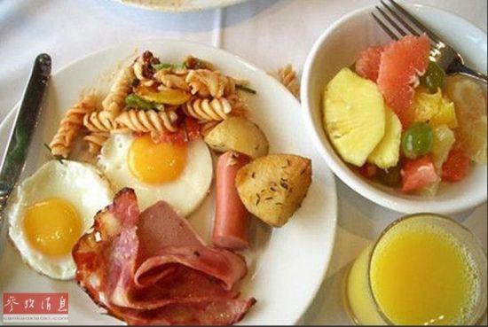 英国人的饮食习惯式样简单,注重营养。