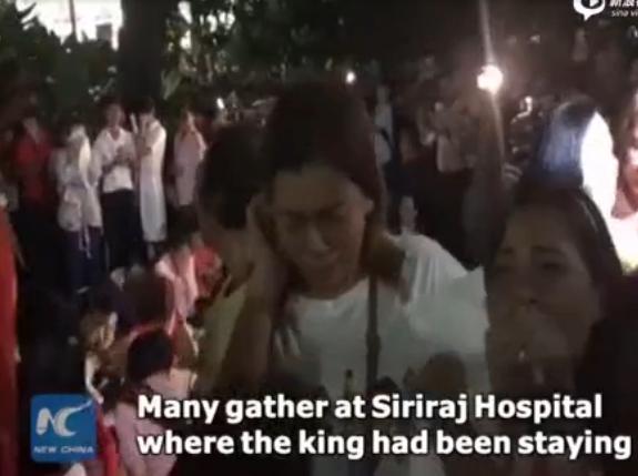 泰国民众医院外失声痛哭悼念国王