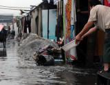 图文:大暴雨突袭禾城 棚户区积水成患