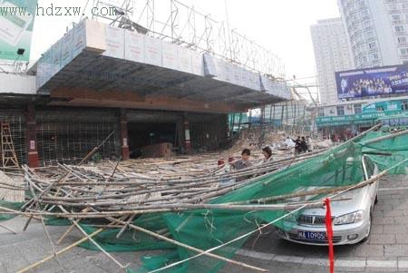 福州汽车北站四米高脚手架突塌