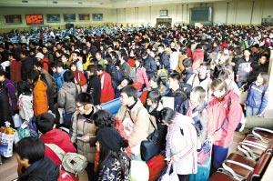 安徽师大女学生被挤落站台遭火车轧死