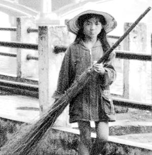 """""""最美环卫工""""12岁小姑娘感动中国"""