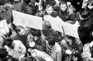 广东8000旅客乘免费车返回原出发地(图)