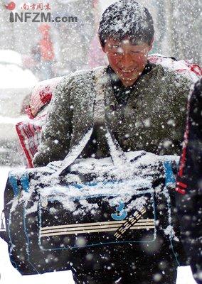 """雪压中国:拯救""""京广大动脉"""""""