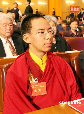 班禅喇嘛因未到法定年龄未当选全国人大代表