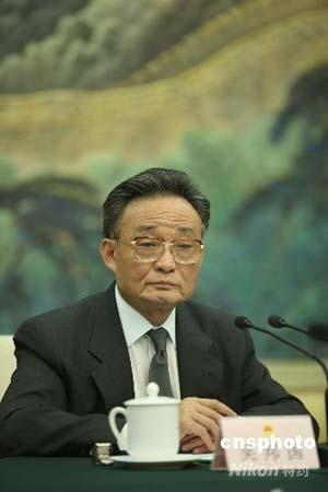 吴邦国:抗震救灾预算需要多少给多少